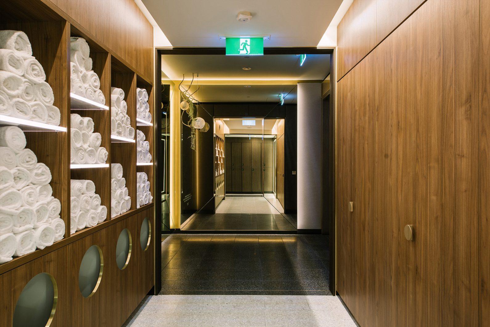 ONE Mirror (Hallway)